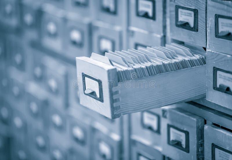 O arquivo ou o índice do cartão de biblioteca tonificaram a imagem imagens de stock