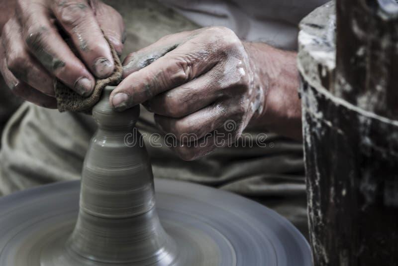 O artesão está trabalhando fotos de stock