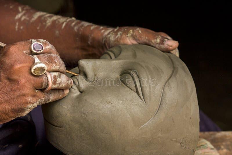 O artista cria a cabeça de uma deusa imagens de stock royalty free