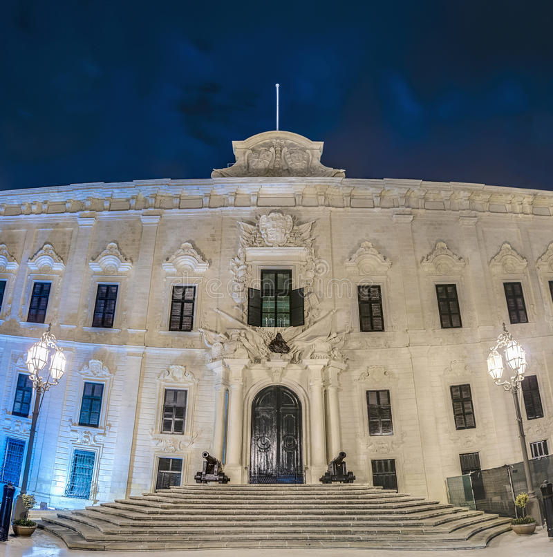 O Auberge de Castille em Valletta, Malta imagens de stock