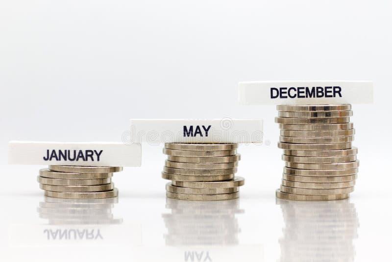 O aumento na quantidade cada mês Uso para as economias que resultam do trabalho, conceito da imagem do negócio imagem de stock