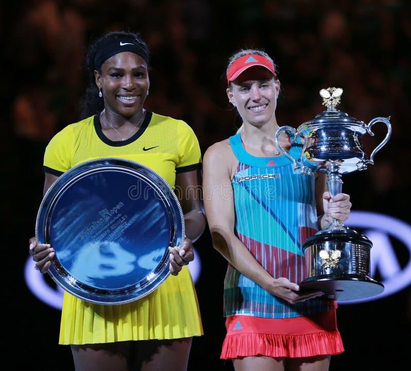 O australiano abre o finalista 2016 Serena Williams L e o campeão Angelique Kerber do grand slam de Alemanha durante a apresentaç fotos de stock royalty free