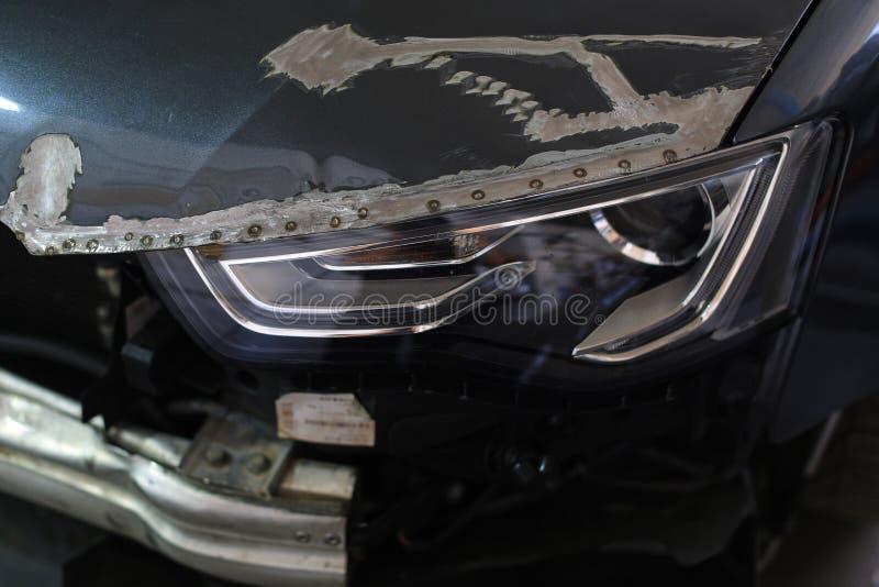 O auto close up da série do reparo do corpo do carro cinzento que espera repinta fotografia de stock royalty free