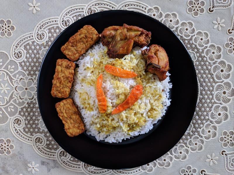 O ayam de Nasi ou o arroz da galinha são em casa culinário indonésio fotos de stock