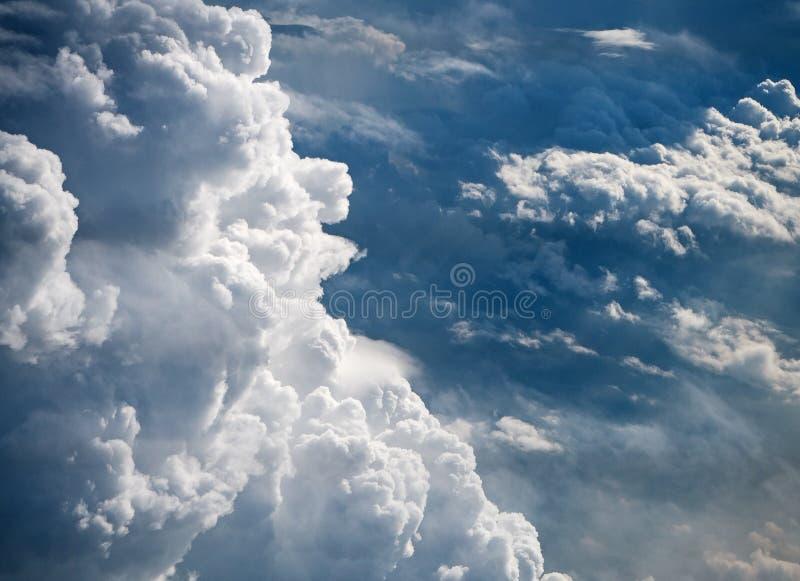 O bakground do céu no tempo de manhã, reflexão da luz solar é canela foto de stock royalty free