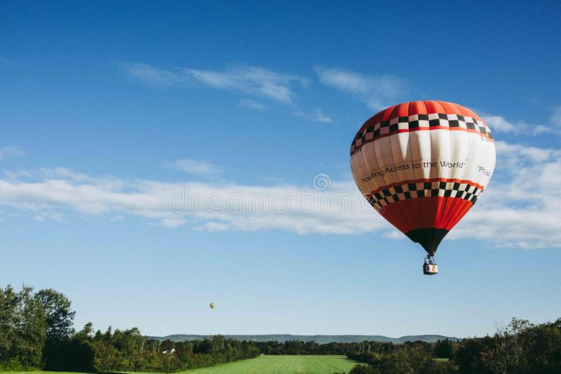 O balão de ar quente photgrphed no Bealton, mostra de ar do circo do vôo do VA fotos de stock royalty free