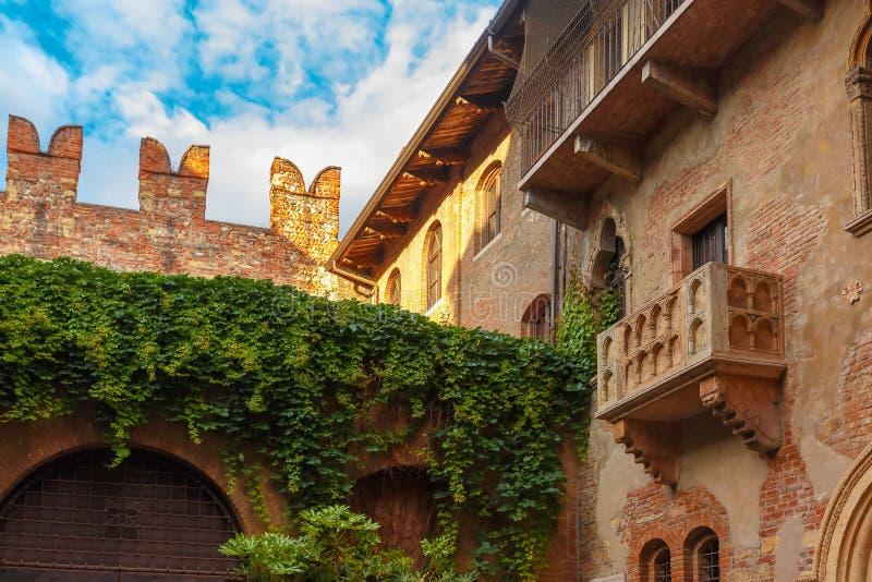 O balcão de Romeo e de Juliet em Verona, Italy foto de stock