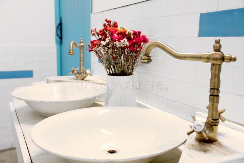 O banheiro do vintage foto de stock