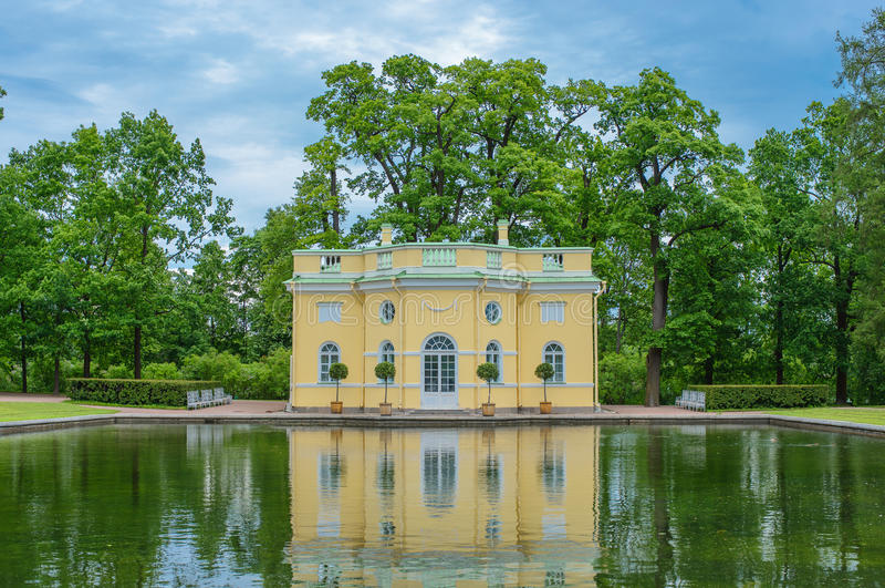 O banho superior Pavillion, Catherine Park, Tsarskoye Selo, St Petersburg, Rússia fotografia de stock