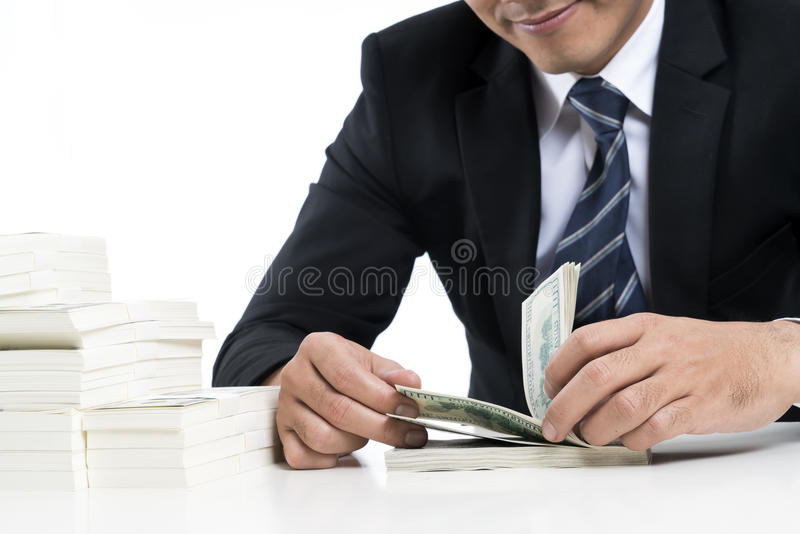 O banqueiro novo está contando cédulas fotografia de stock royalty free