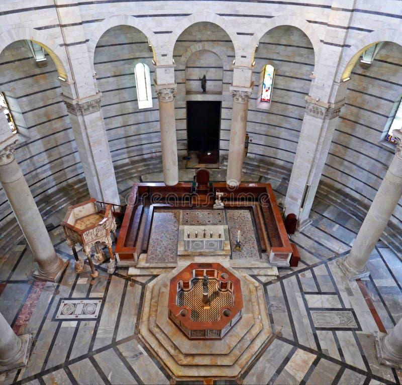 O Baptistery de Pisa fotografia de stock royalty free