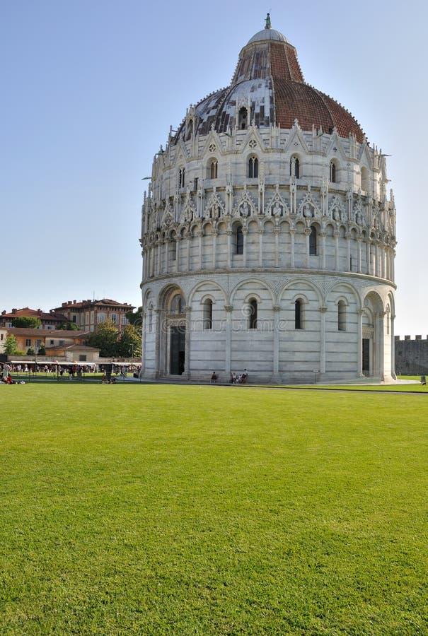 O Baptistery de Pisa imagens de stock royalty free