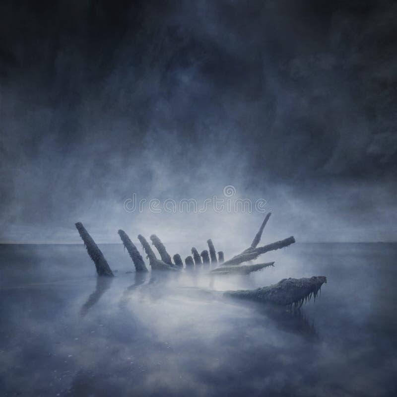 O barco afundado permanece imagens de stock