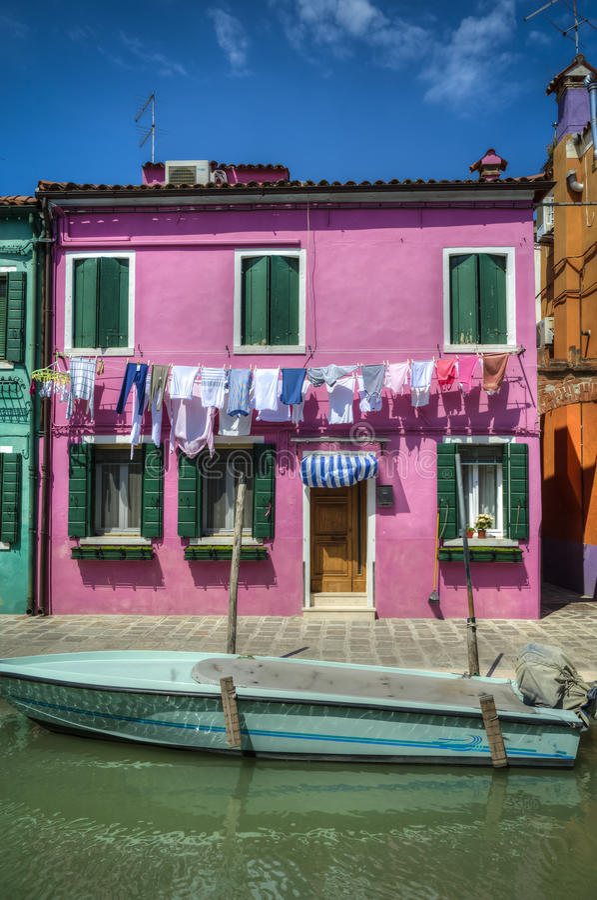 Download Barco No Canal, Burano, Italia Imagem de Stock - Imagem de edifício, exterior: 29832153