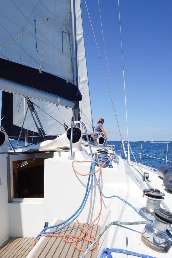 o barco equipa a navegação, nós e ropes o meio-fio fotografia de stock