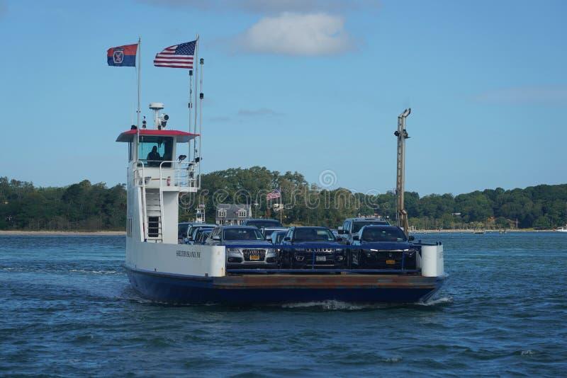 O barco South Ferry Company oferece transporte para passageiros e veículos entre Shelter Island e New Haven fotografia de stock royalty free