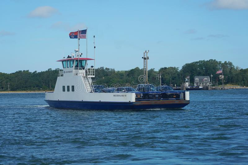 O barco South Ferry Company oferece transporte para passageiros e veículos entre Shelter Island e New Haven fotos de stock royalty free