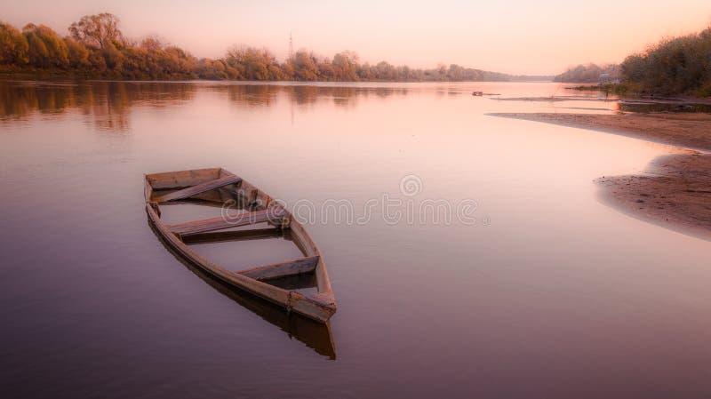 O barco velho Gorokhovets A região de Vladimir Do fim de setembro de 2015 imagens de stock royalty free