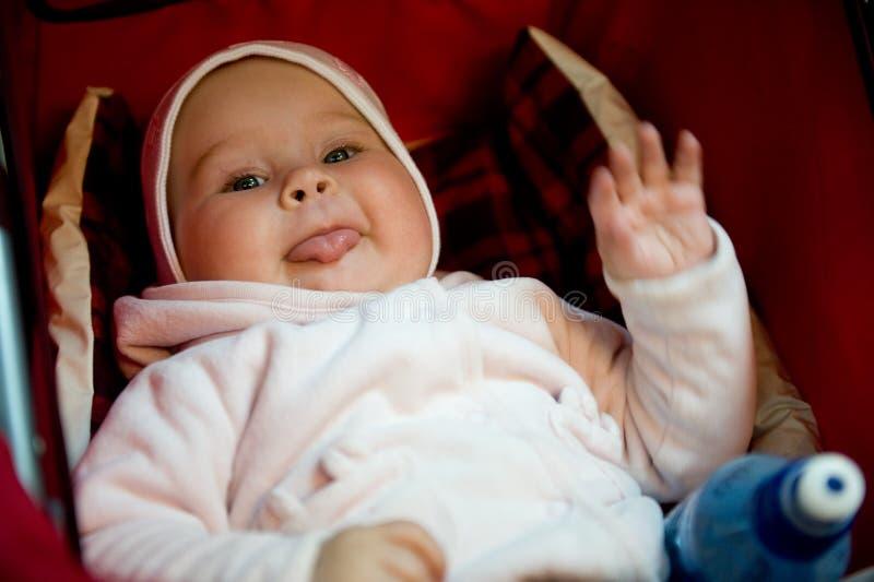O bebê pequeno tem um descanso imagem de stock