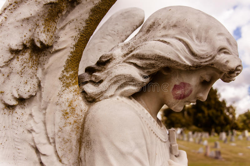 O beijo do anjo imagem de stock
