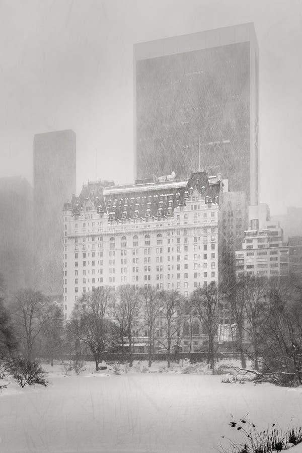 O blizzard bate NYC - tempestade do inverno no Central Park foto de stock