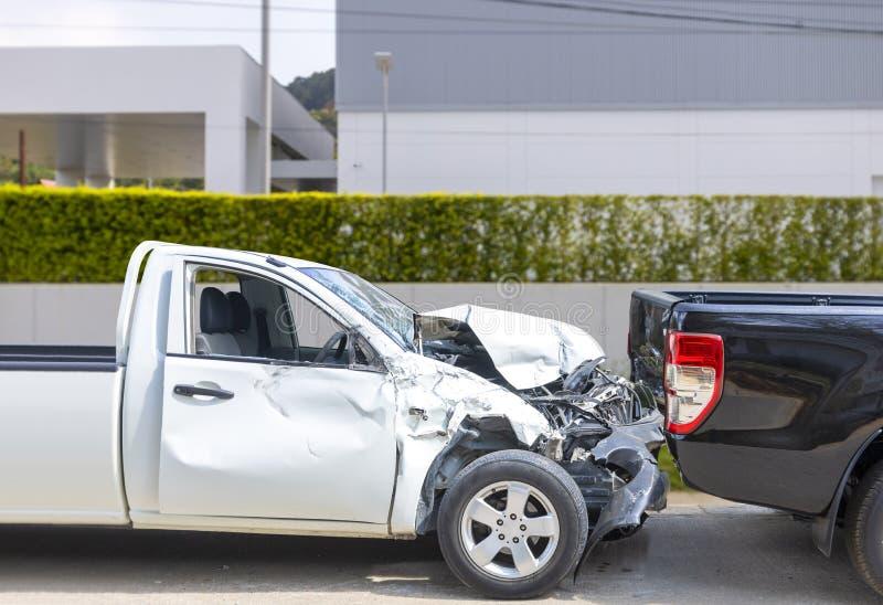 O bloco da cor de Front White acima do acidente de viação com o carro da cor do preto do verso obtém danificado acidentalmente na ilustração do vetor