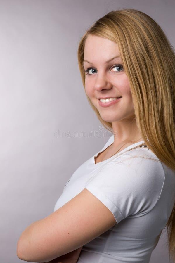 O blonde de sorriso fotografia de stock