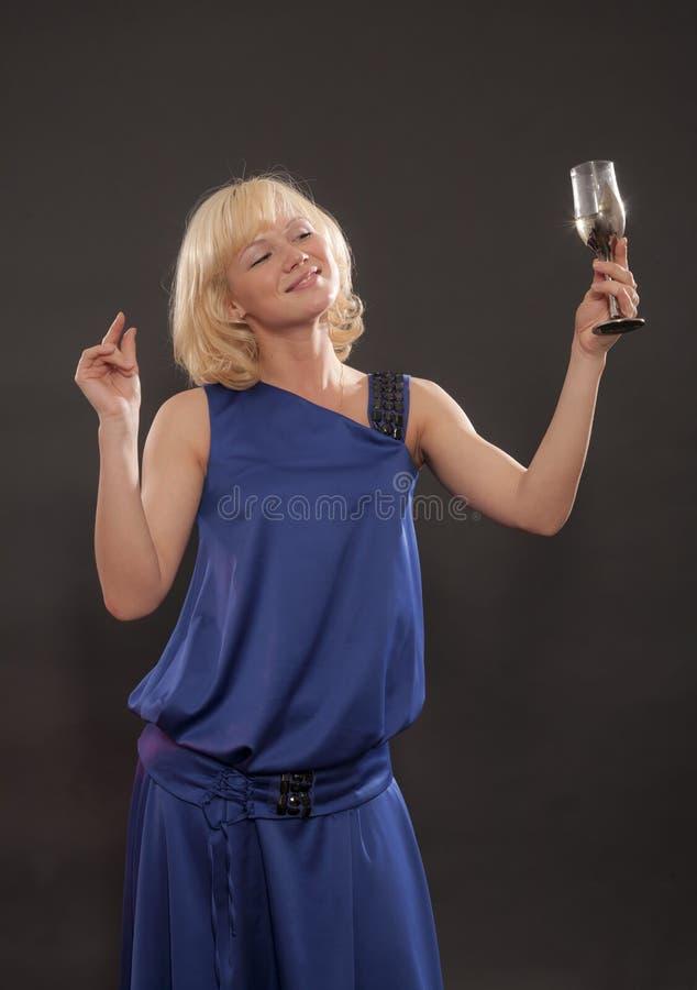O blonde diz um brinde foto de stock royalty free