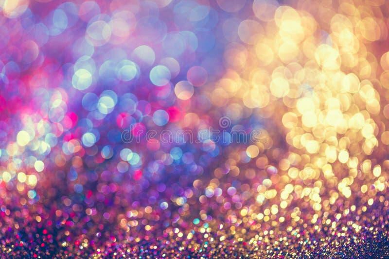 O bokeh Colorfull do ouro do brilho borrou o fundo abstrato para o bir fotografia de stock