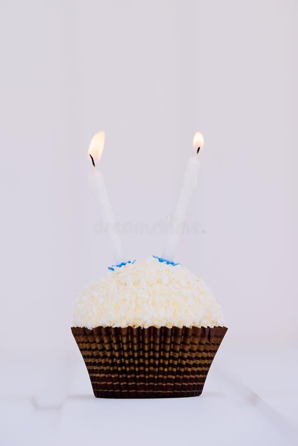 O bolo de aniversário para o segundo aniversário imagem de stock