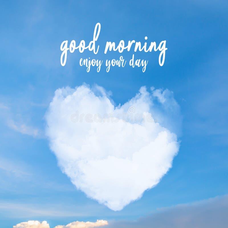 O bom dia, aprecia seu dia no céu azul da forma do coração da nuvem para s imagens de stock royalty free