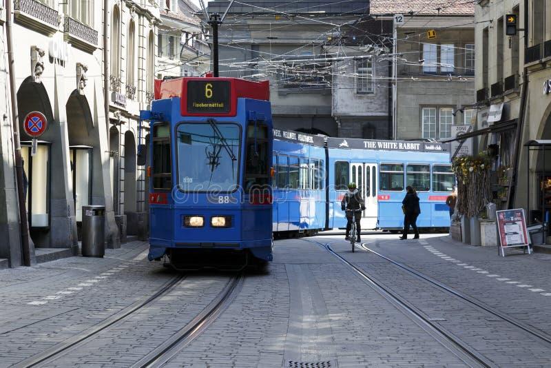 O bonde azul em Berna imagem de stock royalty free