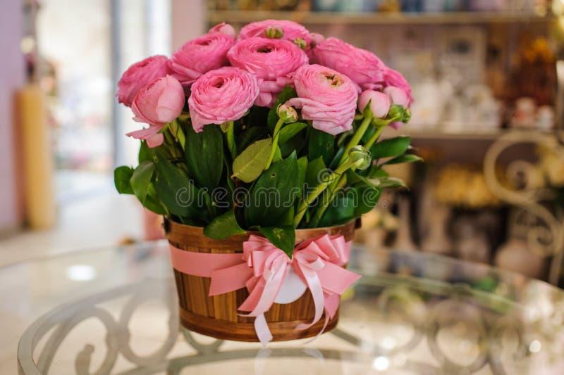O botão de ouro persa cor-de-rosa floresce o ramalhete do ranúnculo fotos de stock royalty free