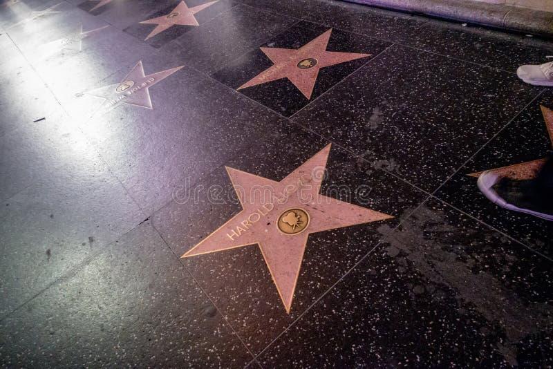 O boulevard de Hollywood começa na caminhada da fama fotos de stock