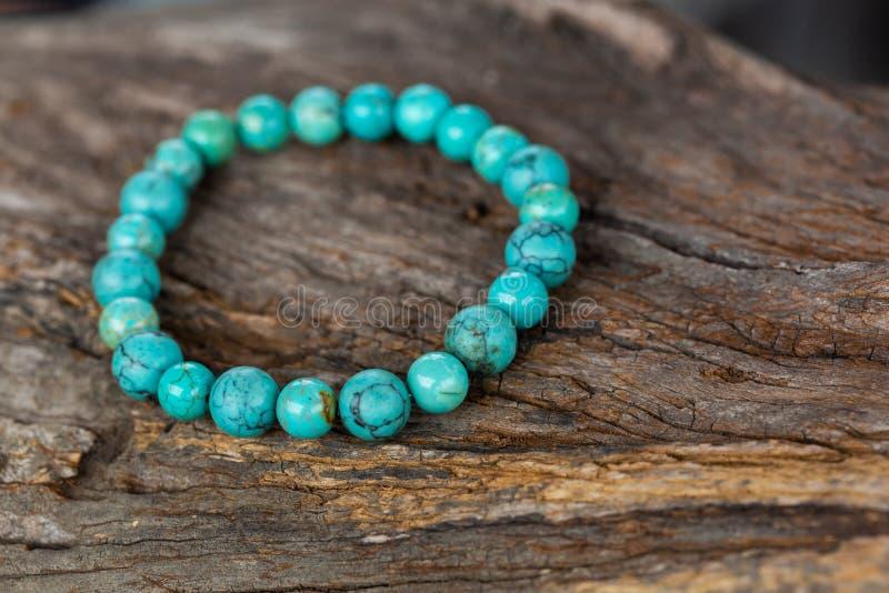 O bracelete da pedra de turquesa fotos de stock