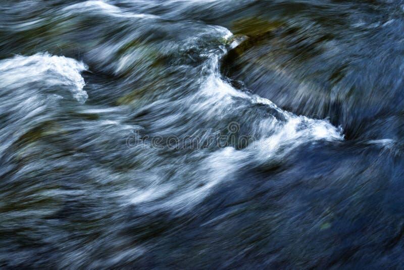 O branco acena no rio imagem de stock royalty free