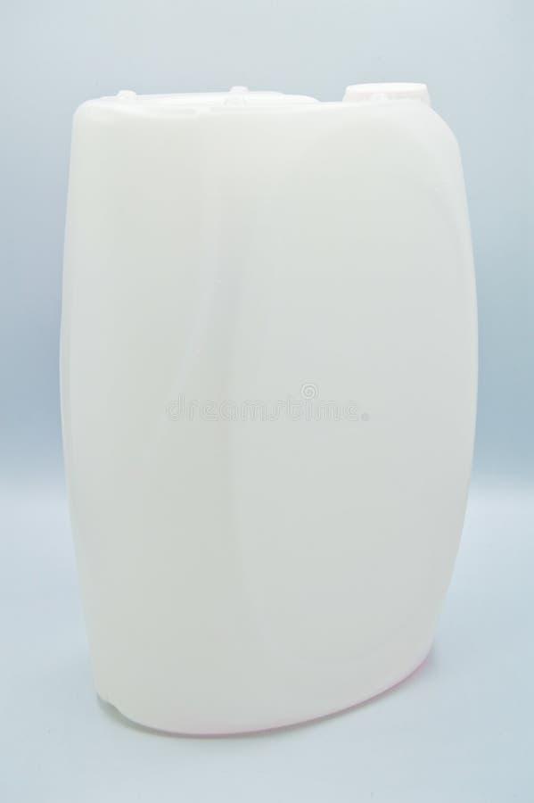 O branco coloriu a garrafa detergente pl?stica Cosm?tico, recipiente Garrafas, sujas foto de stock