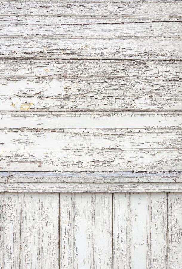 O branco de superfície envelhecido rachado pintou o contexto de madeira do fundo da textura das pranchas imagens de stock royalty free