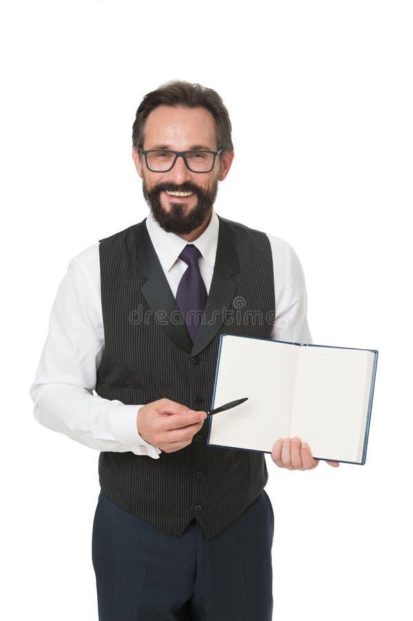 O branco formal do bloco de notas da posse da roupa do homem explica o assunto do negócio Conceito da escola de negócios Professo imagem de stock