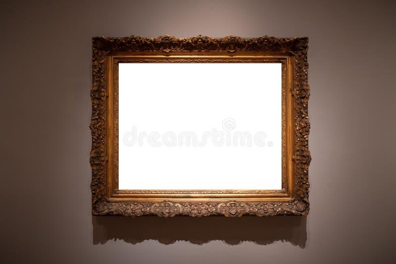 O branco ornamentado de Art Gallery Museum Exhibit Blank da moldura para retrato isolou o trajeto de grampeamento feito da madeir fotos de stock