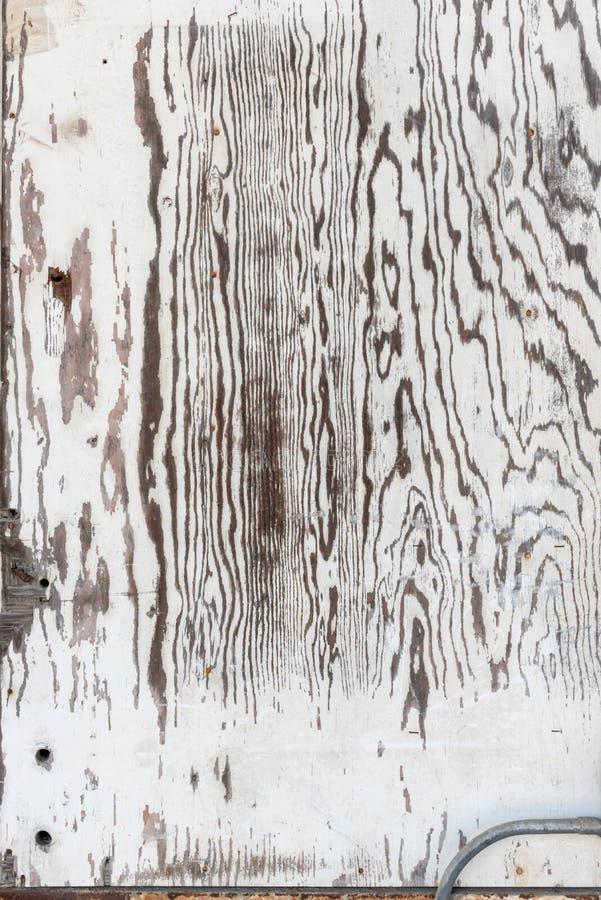 O branco velho lavou a placa da madeira compensada para a textura do fundo imagens de stock