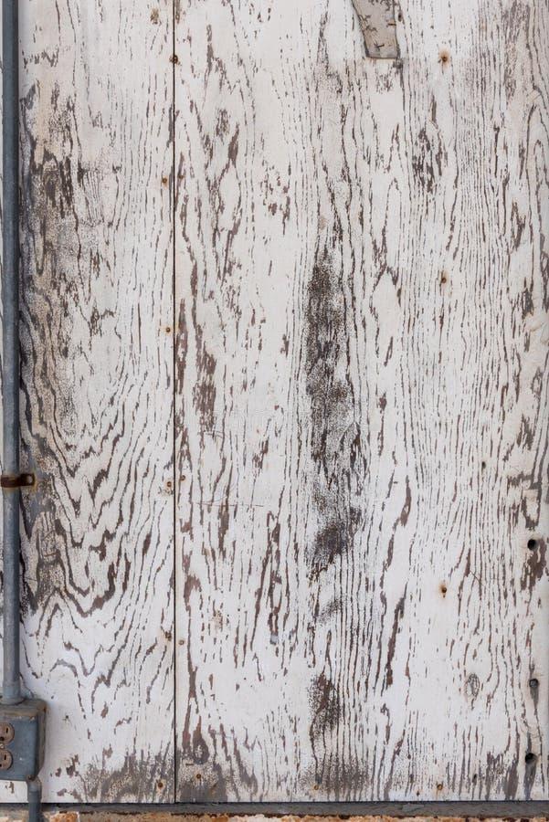 O branco velho lavou a placa da madeira compensada para a textura do fundo foto de stock