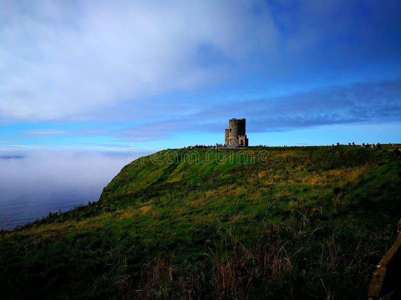 O Brien& x27; torre de s, acantilados de Moher imagen de archivo libre de regalías