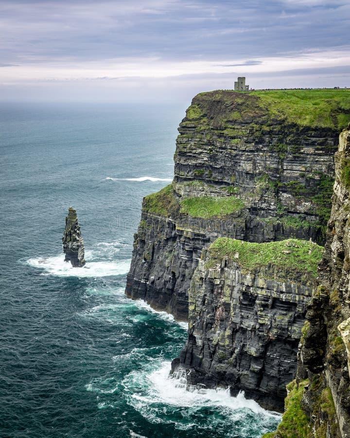 O'Briens Turm auf den Klippen von Moher auf der Dingle-Halbinsel, West-Irland stockfotografie
