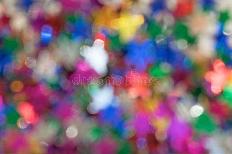 O brilho multi-colorido Defocused da estrela ilumina o fundo borrado fotografia de stock royalty free