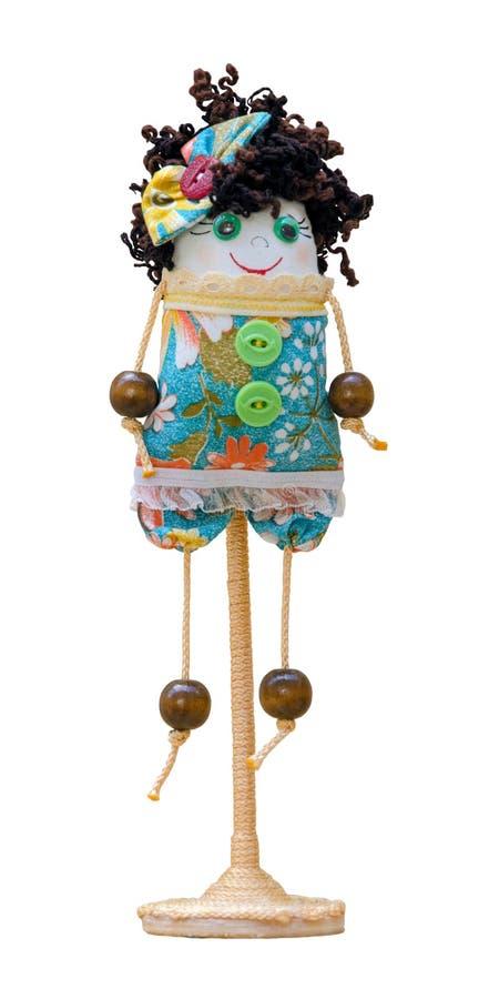 O brinquedo macio da boneca feito a mão isolou a menina engraçada no suporte fotografia de stock