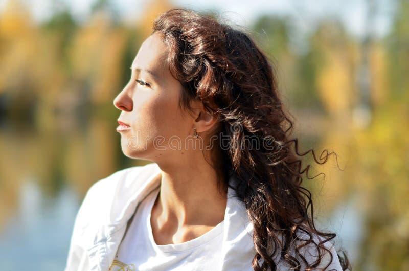 O brunette no sol