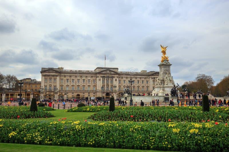 O Buckingham Palace é a residência de HRH The Queen Elizabeth II fotos de stock