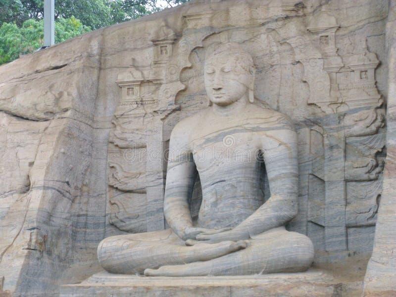 O buddha de assento imagens de stock