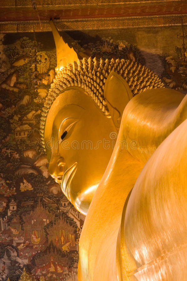 O Buddha de reclinação gigante em Tailândia fotos de stock royalty free